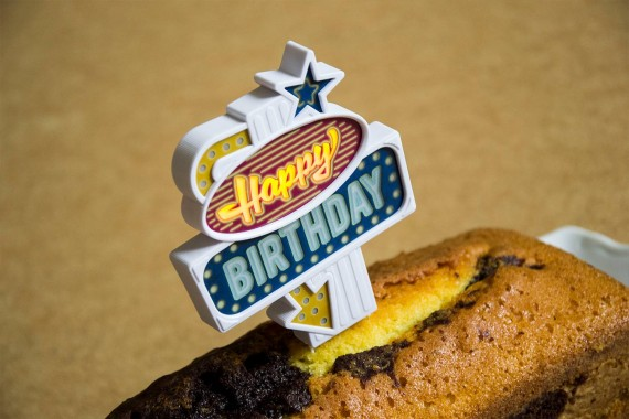 Ditverzinjeniet.nl - Happy Birthday caketopper met verlichting